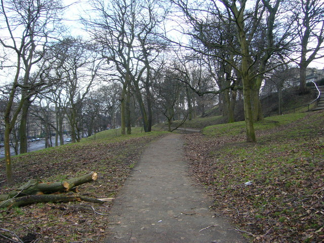 Middle path through London Road Gardens