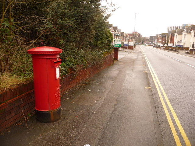 Poole: postbox № BH15 39, Parkstone Road