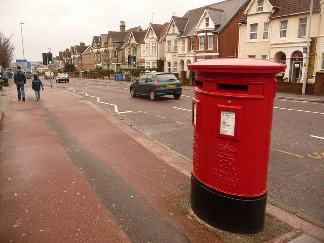 Poole: postbox № BH15 37, Longfleet Road