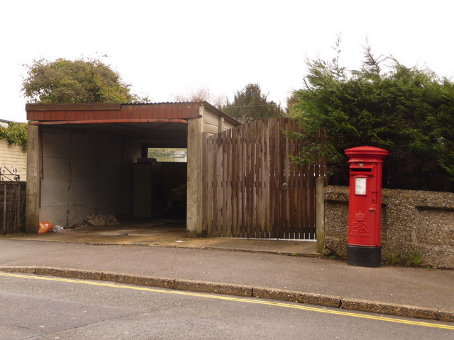 Parkstone: postbox № BH15 22, Bird's Hill Road