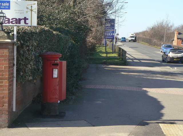 Clifton Road postbox, ref NG11 301