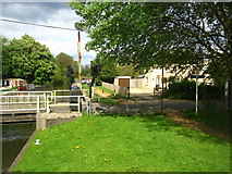 SU6269 : Looking east by Tyle Mill lock by Sandy B