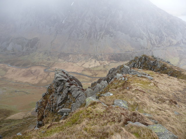 Rocky crags and outcrops on Y Llymllwyd