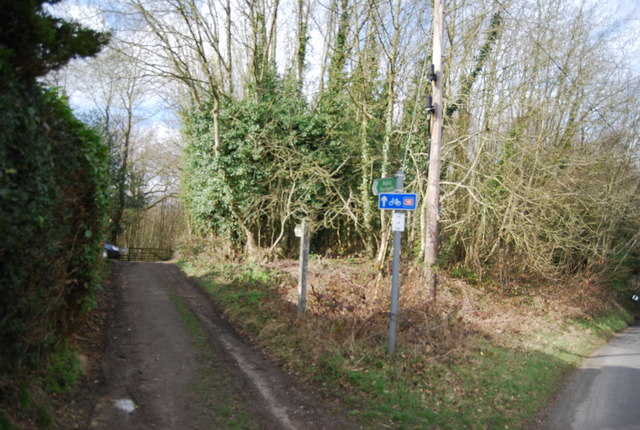 Footpath into Kilndown Wood