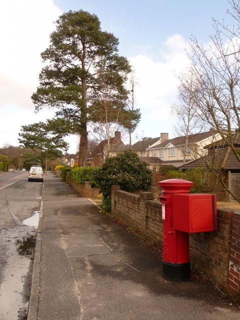 Broadstone: postbox № BH18 173, Corfe Way