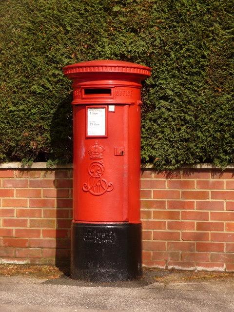 Broadstone: postbox № BH18 39, York Road