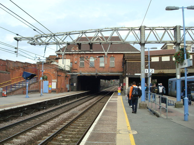 Find Gas Stations >> Forest Gate Railway Station © Stacey Harris cc-by-sa/2.0 :: Geograph Britain and Ireland