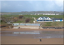 SS2006 : Chalets above Summerleaze Beach by Rod Allday