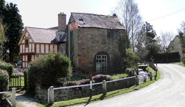 Manor House and gatehouse, Yarpole