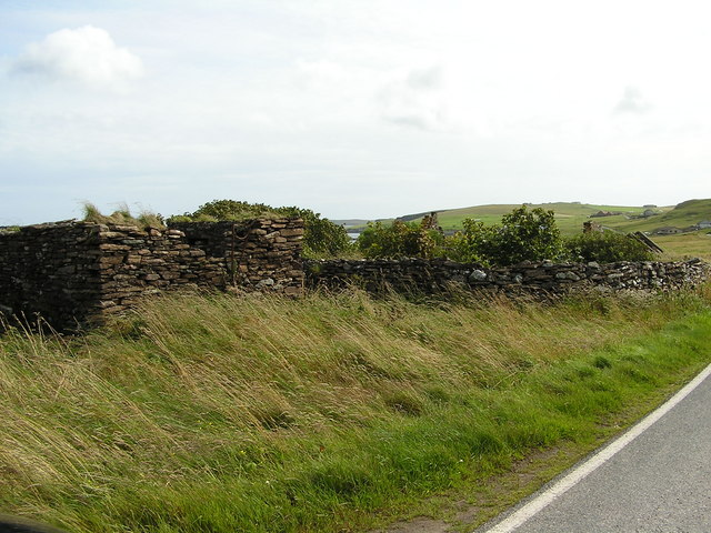 Ruined croft buildings at Fladdabister