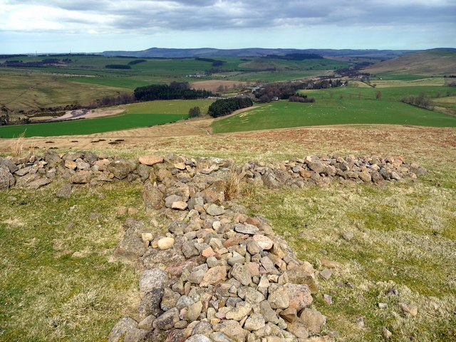 Excavated 'tri-radial' cairn, Turf Knowe