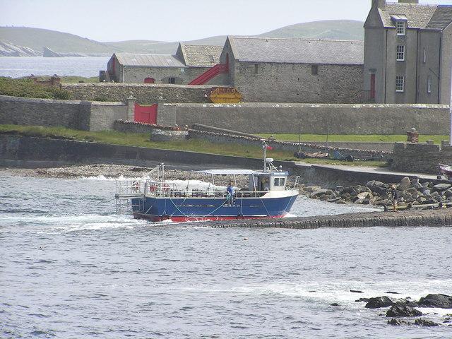 Mousa ferry, 'Solan IV', arriving at Sandsayre