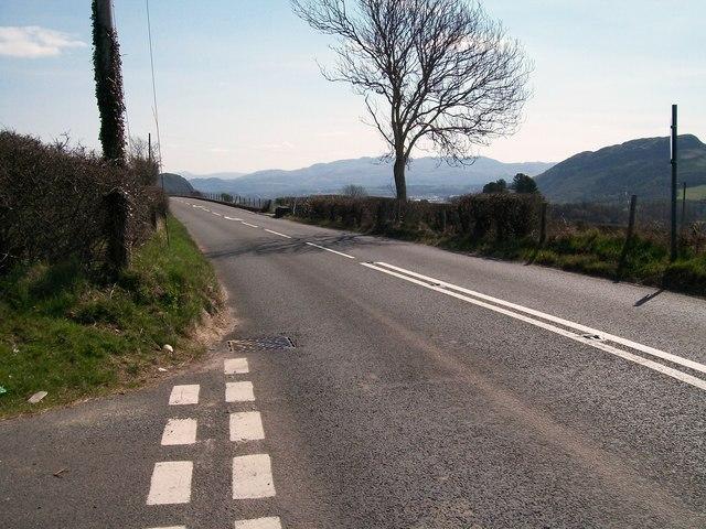 The A487 east of the Lon Garnedd Hir junction