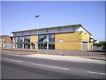 TQ4988 : Empty Kia Dealership, London Road, Romford by PAUL FARMER