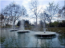 TQ2780 : Fountains, Marble Arch, London W1 by Christine Matthews