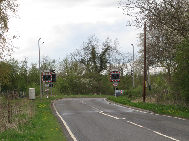 Level crossing at a bend