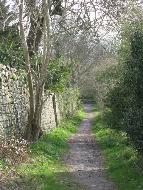 Footpath between Orchard Vale and West Green