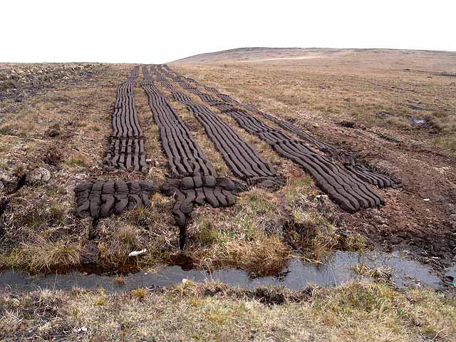 Peat cutting at Sraith a t'Seagail