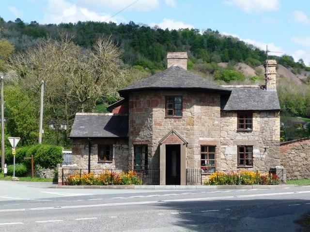 Former toll house, outside Porth y Waen