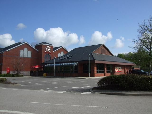 Pizza Hut At Llandudno Junction Richard Hoare Cc By Sa20