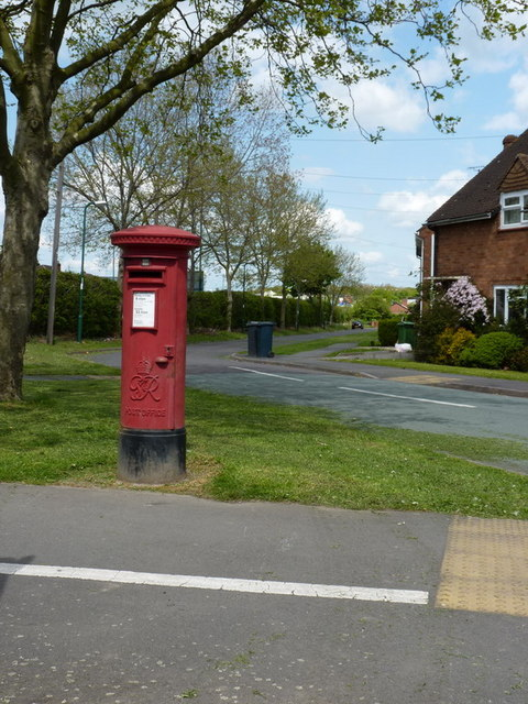 Post box on the corner of Whitchurch Road and Meadow Farm Drive