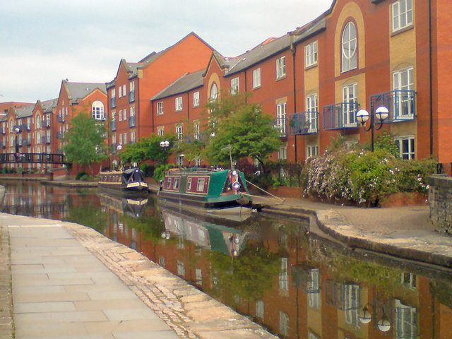 Ashton Canal, Piccadilly Village