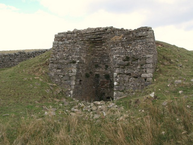 Lime kiln below The Pike (3)
