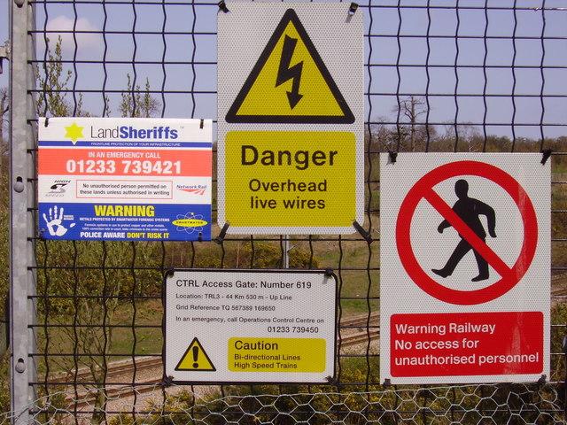 CTRL signs near Ashenbank Wood