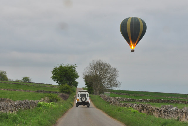 Balloon ground crew in hot pursuit - Longcliffe