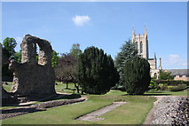 TL8564 : Abbey ruins and St Edmundsbury Cathedral by Bob Jones