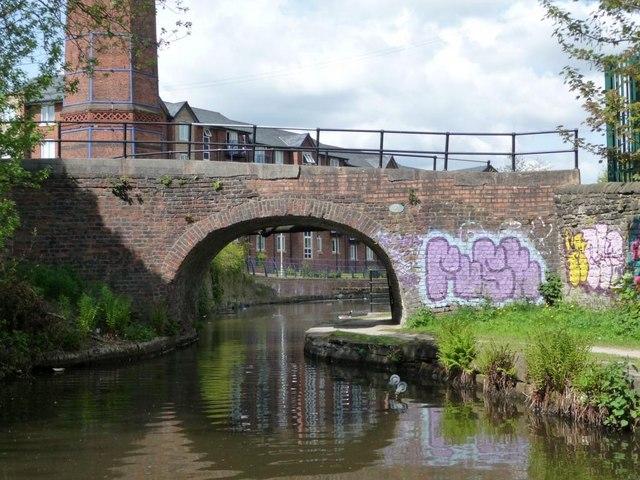 Walk Mill Bridge, no. 28 on the Ashton Canal