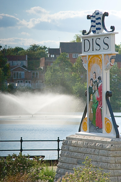 Diss town sign