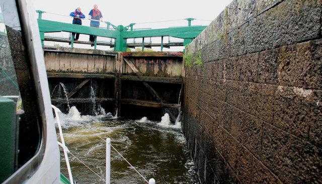 Entering Carnroe lock, River Bann