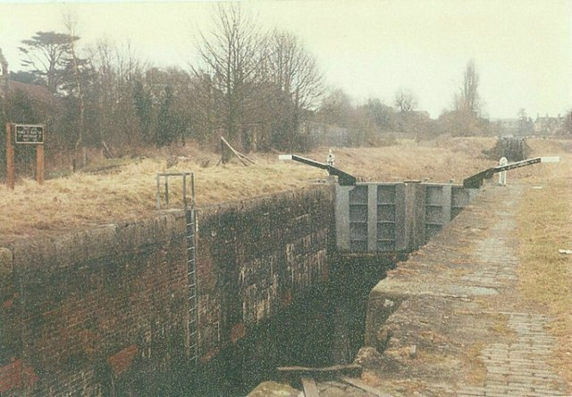 Black Horse Lock No 48, Kennet and Avon Canal, Devizes in 1985
