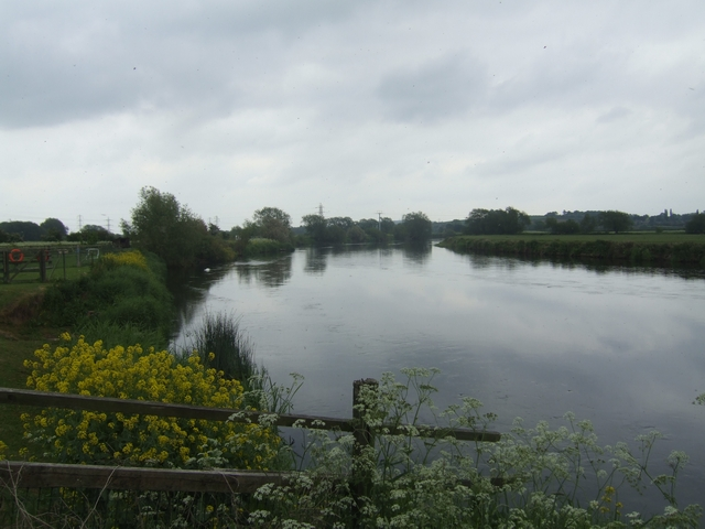 River Trent downstream at Ferry Meadow