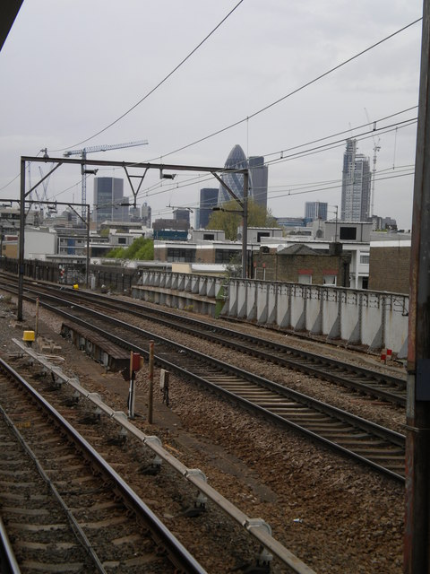 Train tracks, Shadwell DLR Station