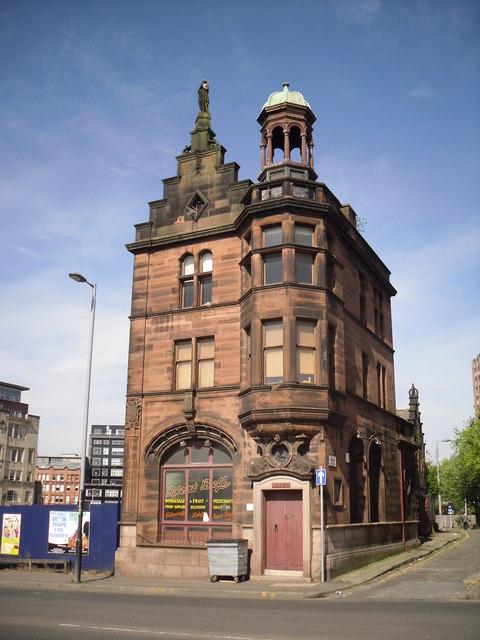215 High Street, Glasgow © Stevie Spiers cc-by-sa/2.0 ...