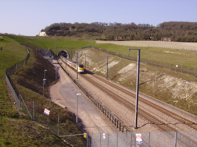A Eurostar heads into the CTRL North Downs Tunnel
