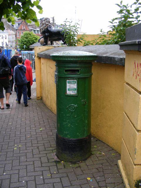 Victorian postbox, Scott's Buildings, Cobh