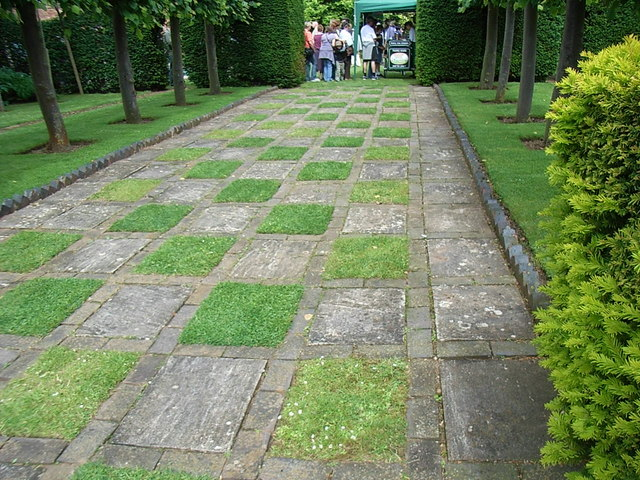 Alscot Park - unusual patterns in paving