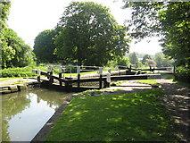 TL0506 : Lock on the Grand Union Canal, Hemel Hempstead by Richard Rogerson
