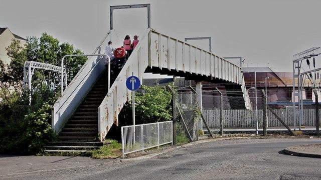 Footbridge across the railway near Helensburgh Central