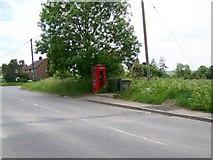 SU1659 : Telephone box, Pewsey by Maigheach-gheal
