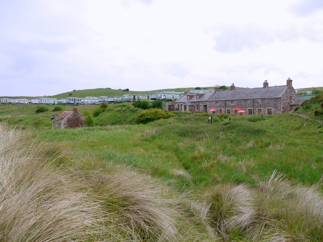Heather Cottages, Budle Bay © Andrew Curtis :: Geograph