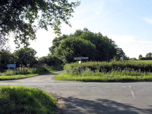 Clattercut Lane crossroads from Elmbridge Lane
