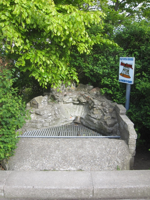 Wishing well in The Crescent