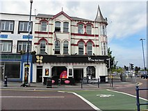 J5081 : The Red Berry, Bangor by Kenneth  Allen
