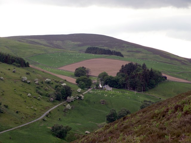 Williamhope Farm from Ashiesteil Hill
