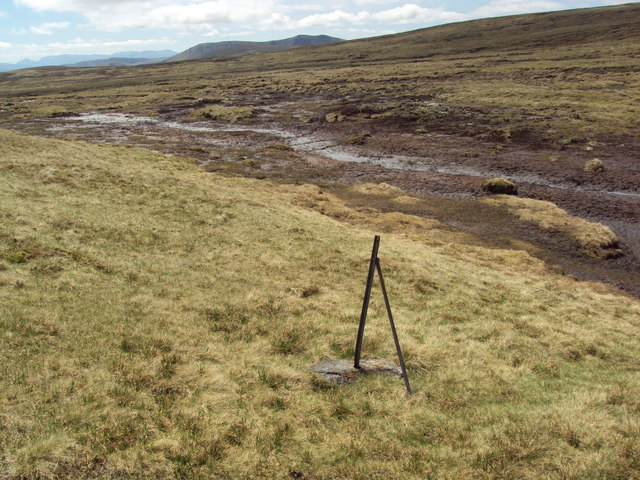 A shallow bealach between 908 and Meall a' Bhothain
