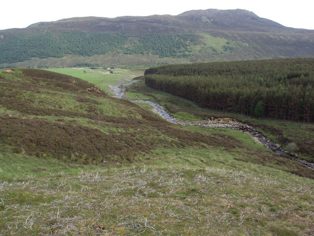 Allt Fionndrigh between forest and moorland